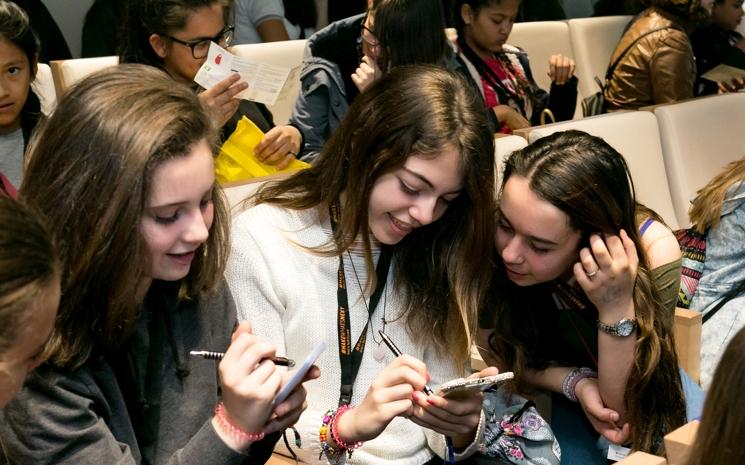 ¿Qué pasa con las niñas y la tecnología a los 15 años?